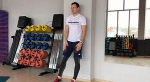 Стульчик у стенки: работающие мышцы и техника выполнения