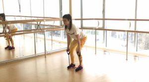 Тяга к животу в наклоне с помощью эспандера: работающие мышцы и техника выполнения