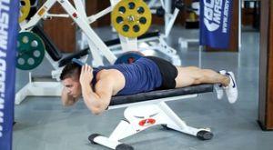 Подъемы головы с утяжелением лежа: работающие мышцы и техника выполнения