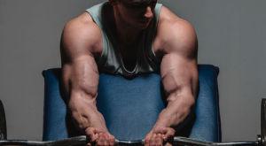 Как накачать бицепс и упражнения на развитие рук для быстрой накачки с вариантами программ тренировок