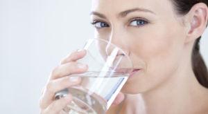 Подробно о том, как настроить питьевой режим и сколько нужно пить воды в сутки