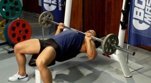 Жим лежа узким хватом: работающие мышцы и техника выполнения