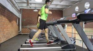 Бег трусцой на беговой дорожке: работающие мышцы и техника выполнения