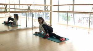 Подъем нижней ноги лежа на боку: работающие мышцы и техника выполнения