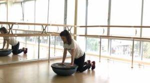 Планка на ладонях с помощью перевернутого босу: работающие мышцы и техника выполнения