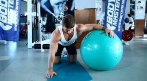 Растяжка грудных мышц с использованием фитбола: работающие мышцы и техника выполнения