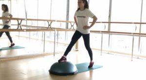 Выпады с передней ногой на босу: работающие мышцы и техника выполнения