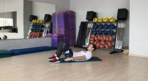 Попеременные боковые скручивания: работающие мышцы и техника выполнения