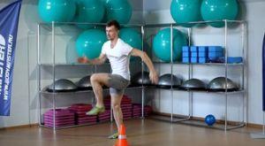 Быстрый бег с высоким подниманием бедра вокруг конуса: работающие мышцы и техника выполнения