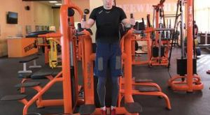 Подъем ног перед собой: работающие мышцы и техника выполнения