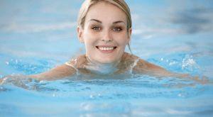 Плавание в бассейне, как эффективный способ похудения: упражнения, рекомендации