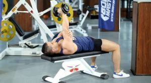 Разгибание гантели пронированным хватом: работающие мышцы и техника выполнения