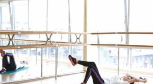 Ягодичный мост на 1 ноге + скручивание с гантелью: работающие мышцы и техника выполнения
