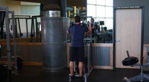 Подъем на носки в тренажере стоя: работающие мышцы и техника выполнения