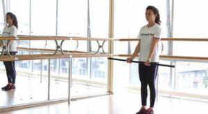 Подъем колена к груди со сгибанием рук с бодибаром: работающие мышцы и техника выполнения