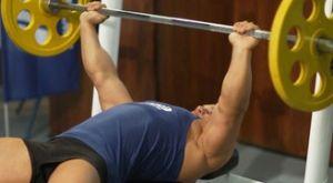 Жим штанги широким хватом лежа на горизонтальной скамье: работающие мышцы и техника выполнения