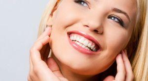 Отбеливание зубов в домашних условиях: доступными и натуральными ингредиентами