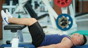 Косые скручивания на скамье: работающие мышцы и техника выполнения