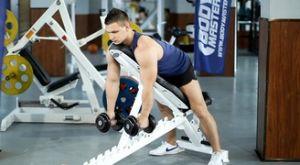 Тяга гантелей лежа на наклонной скамье: работающие мышцы и техника выполнения