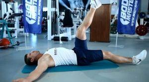 Растяжка отводящих мышц бедра лёжа на полу: работающие мышцы и техника выполнения