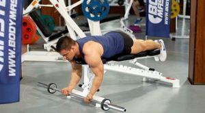 Подъем штанги на бицепс в положении лежа: работающие мышцы и техника выполнения