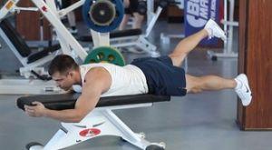Махи ногами лежа на скамье: работающие мышцы и техника выполнения