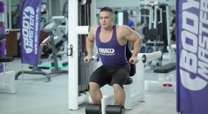 Отжимания в тренажере: работающие мышцы и техника выполнения
