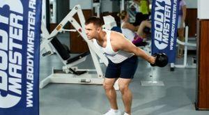 Подъем и удержание гири перед собой: работающие мышцы и техника выполнения