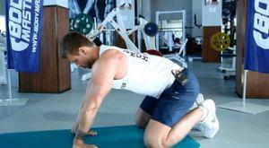 Растяжка предплечий стоя на коленях: работающие мышцы и техника выполнения