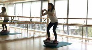 Стульчик на босу: работающие мышцы и техника выполнения