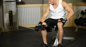 Сгибание запястья сидя на скамье пронированным хватом: работающие мышцы и техника выполнения
