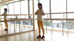 Разгибание на трицепс стоя с использованием мини петли: работающие мышцы и техника выполнения