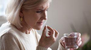 Сильные головные боли при климаксе: причины и проверенные методы лечения