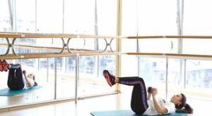 Скручивания с гантелью: работающие мышцы и техника выполнения