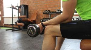 Сгибание запястья сидя на скамье супинированным хватом: работающие мышцы и техника выполнения