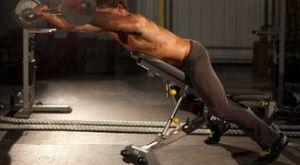 Подъёмы штанги лёжа на наклонной скамье лицом вниз: работающие мышцы и техника выполнения