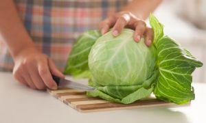 Как действует капустный лист от головной боли: механизмы и народные рецепты