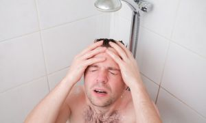 Душ от головной боли и мигрени — очевидное спасение не без рисков