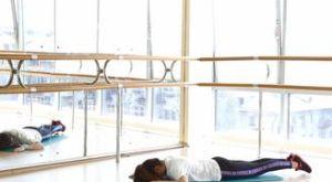 Подъем ног лежа на животе: работающие мышцы и техника выполнения