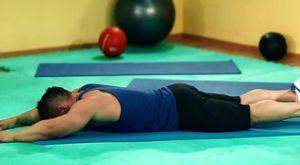Упражнение «Супермен»: работающие мышцы и техника выполнения