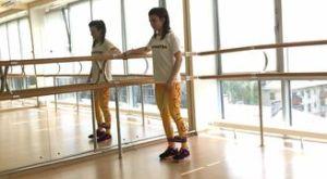 Отведение ноги стоя с использованием мини петли: работающие мышцы и техника выполнения