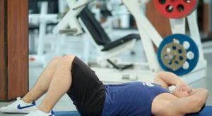 Скручивания на полу: работающие мышцы и техника выполнения