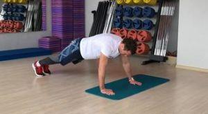 Боковая ходьба в планке: работающие мышцы и техника выполнения