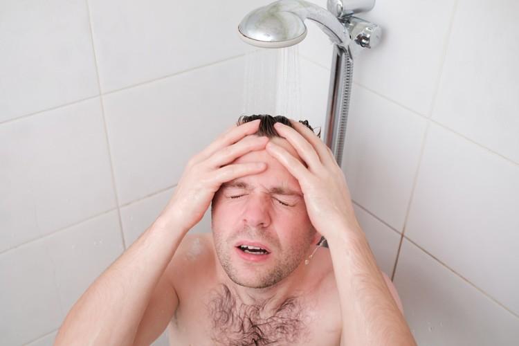 Лечение головной боли шотландским душем