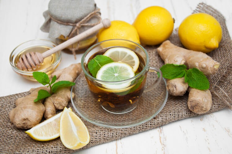 Теплый чай с имбирём, лимоном и мёдом